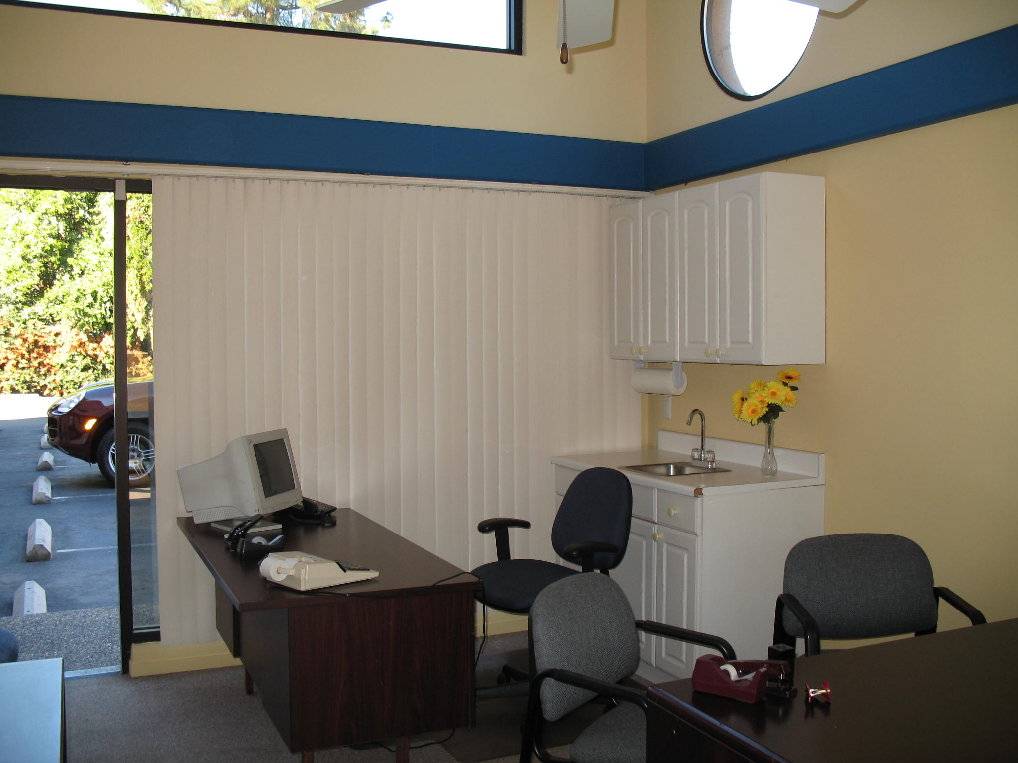 Office parking lot and desk at Fig Garden Executive Suites